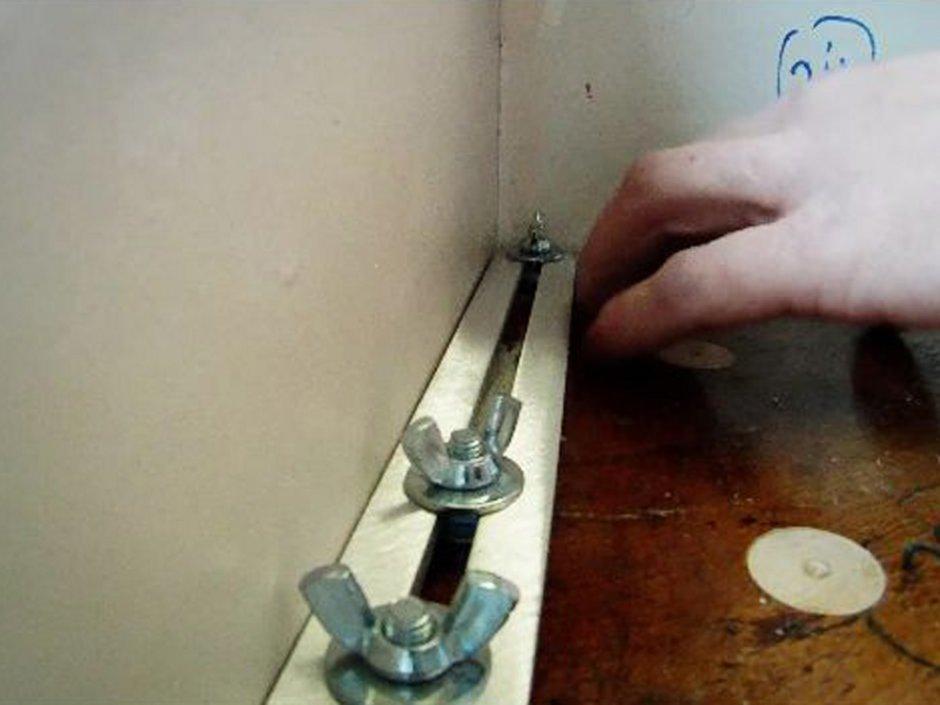 Laminat auf Treppen verlegen, Winkelschablone justieren, Foto: BHK Holz- und Kunststoff KG H. Kottmann