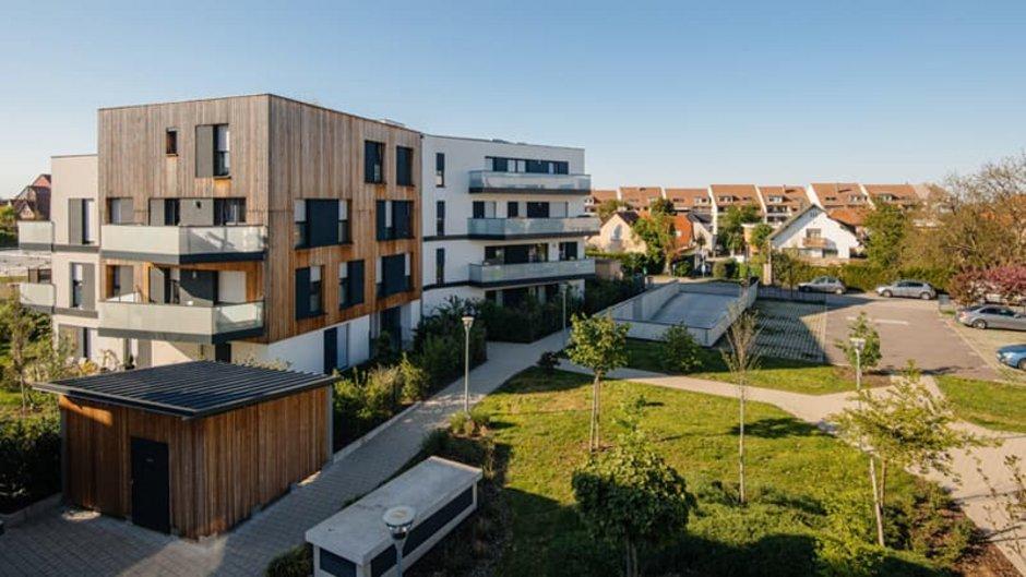 Haustyp, Blick von schräg oben auf eine Wohnsiedlung mit Mehrfamilienhäusern und Einfamilienhäusern, Foto: ifeelstock / stock.adobe.com