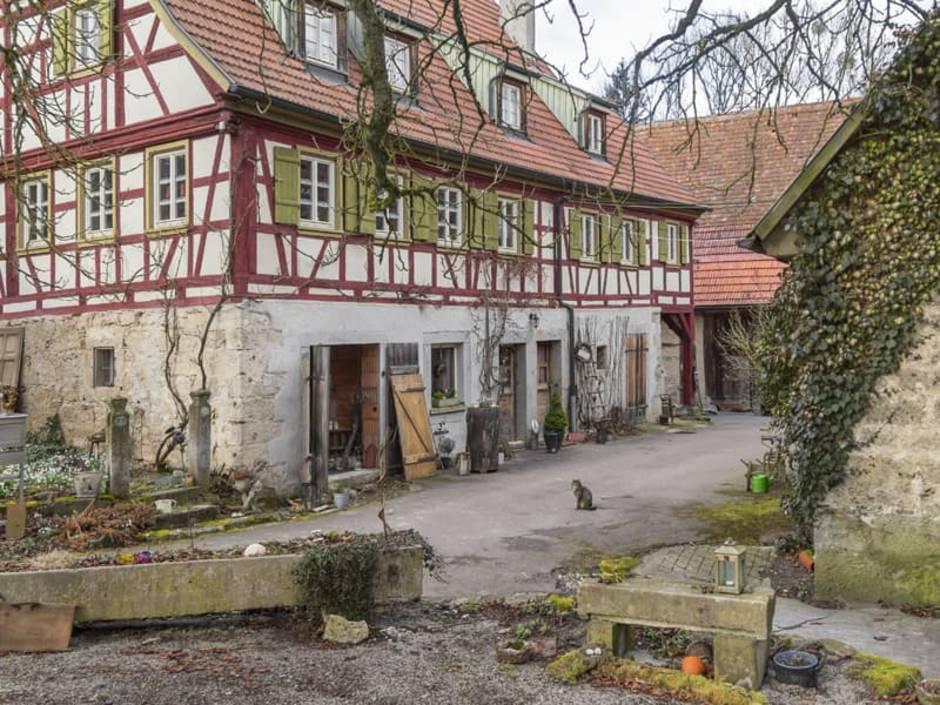 Altbau kaufen, Bauernhof mit Fachwerk, heruntergekommene Häuser, Foto: PRILL Mediendesign / stock.adobe.com
