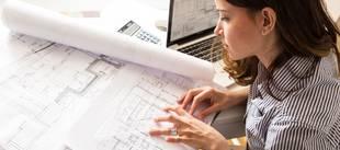 Architekt, Architektin mit Bauplänen, Foto: SolisImages / fotolia.de