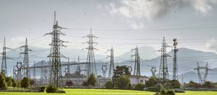 Strom, Hochspannungsleitungen, Energie selbst erzeugen, Foto: miklajn / iStock