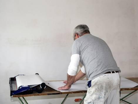 tapezieren tapete aussuchen material berechnen und fehler vermeiden. Black Bedroom Furniture Sets. Home Design Ideas