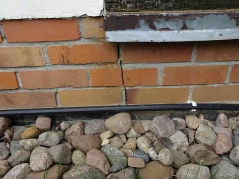 Riss im Mauerwerk, Putzschäden, Foto: Steffen Malyszczyk