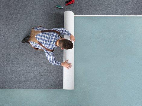 Teppich verlegen, Zuschnitt, Teppichbahnen, Foto: Andrey Popov / stock.adobe.com