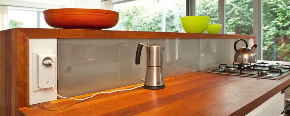Smart Home, Küche, Arbeitsfläche, Steckdosenaufsatz, Foto: RWE Images