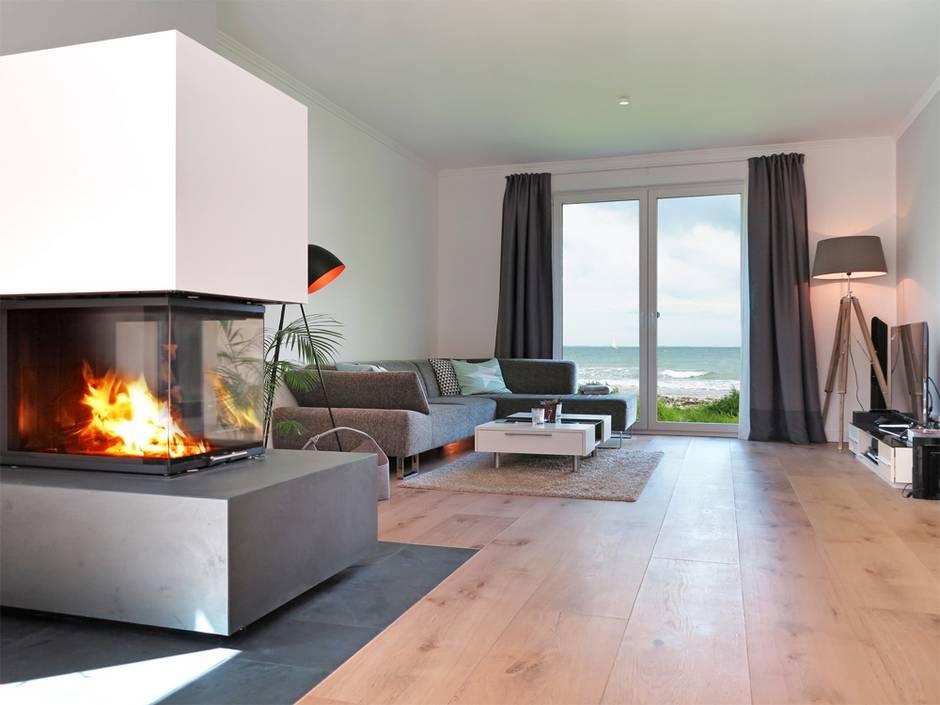 Heizungsarten, Heizung, Kamin, Ofen, Wohnzimmer mit modernem Kaminofen, Foto: Wilm Ihlenfeld / fotolia.de