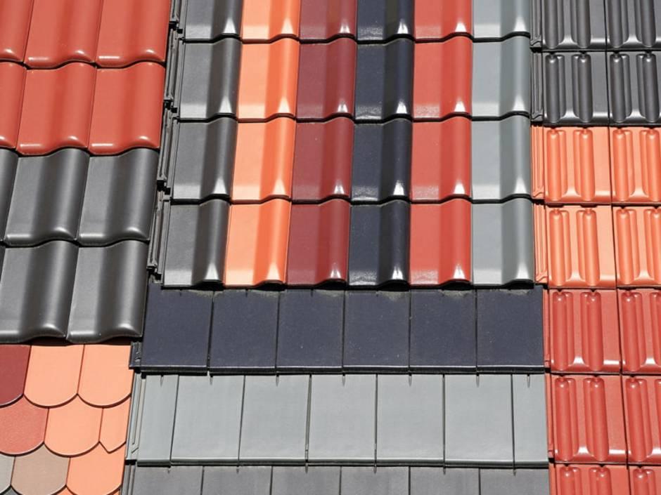 Dachziegel, Ausstellungsdisplay eines Verkäufers oder Herstellers, Foto: blickwinkel2511 / stock.adobe.com