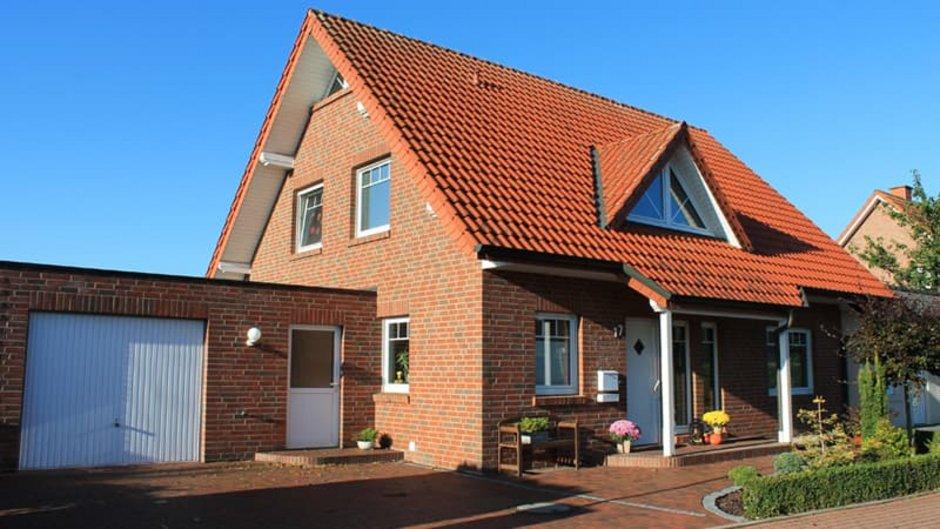 Klinker, Haus mit Klinkerfassade, schräg von der Seite fotografiert, Foto: MaBiCeLeTa / stock.adobe.com