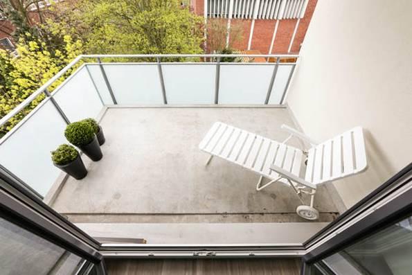 vorher, kleiner Balkon, Sonnenliege, Foto: balkongestalter.de
