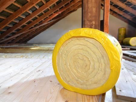 Dachdämmung, Dachboden, Dämmmaterial, Zwischensparrendämmung, Untersparrendämmung, Foto: gcpics / fotolia.de