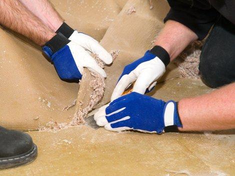 Teppich verlegen, alten Teppich entfernen, Foto: VRD / stock.adobe.com