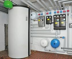 Pufferspeicher, Heizungskeller, Foto: Institut für Wärme und Öltechnik e. V.