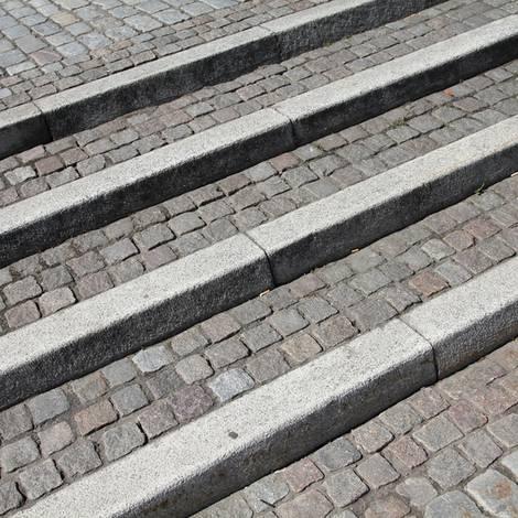 Außentreppe bauen, Stellstufe, Pfaslter, Foto: Tupungato - Fotolia.com