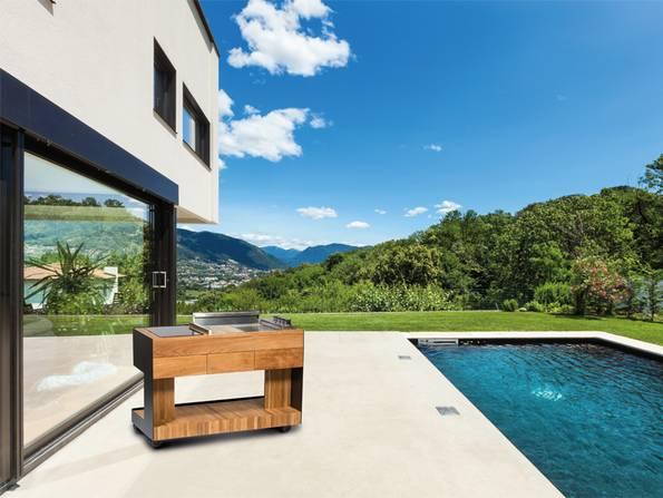 Freiluftküche, Outdoorküche, mobile Küche am Pool, Berge im Hintergrund, Tepanyaki, Foto: indu+