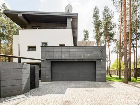 Garage, Designgarage, Foto: istock.com / KatarzynaBialasiewicz