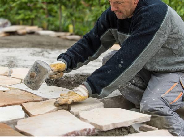 Terrassenplatten verlegen, diy, Platten waagrecht. Foto: Jörn Buchheim - fotolia.com