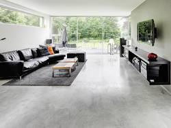 Estricharten, Sichtestrich, Wohnzimmer mit modernem Estrichboden, Foto: Estrichdekor Lehmkuhl / Philipp Schumacher