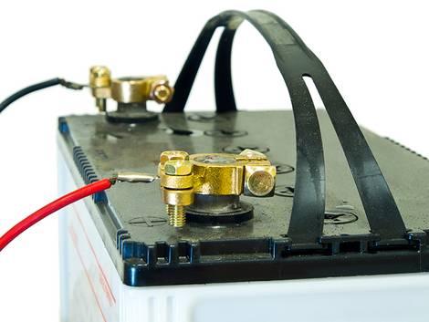 Stromspeicher, Bleibatterie, Foto: missisya/iStock.com