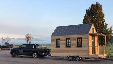 mobiles Haus, Haus auf Rädern als Anhänger eines Pick-Ups. Foto: Tiny House Diekmann
