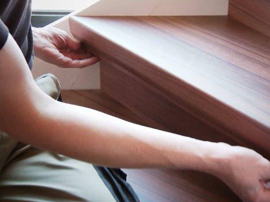Laminat auf Treppen verlegen, Winkelleiste anbringen, Foto: BHK Holz- und Kunststoff KG H. Kottmann