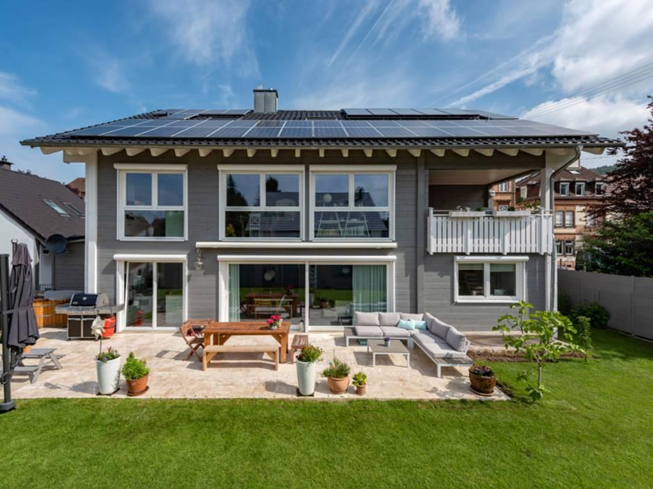 Blockhaus, modernes Blockhaus, Vierkantbalken, Blockhaus mit großer Terrasse, Foto: Fullwood