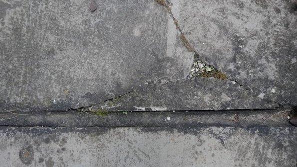 Estrich reparieren, Riss/Haarriss, Foto: Steffen Malyszczyk