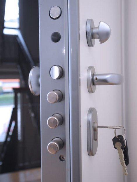 Haustür, Mehrfachverriegelung, Foto: andrea / stock.adobe.com