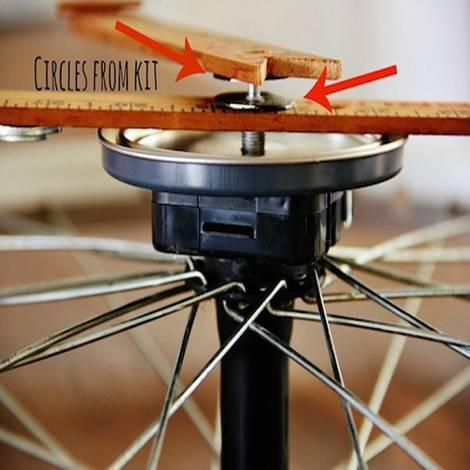 Recycling-Möbel, DIY, Fahrrad-Uhr, Abstandshalter, Zeiger, Foto: Karianne / thistlewoodfarms.com
