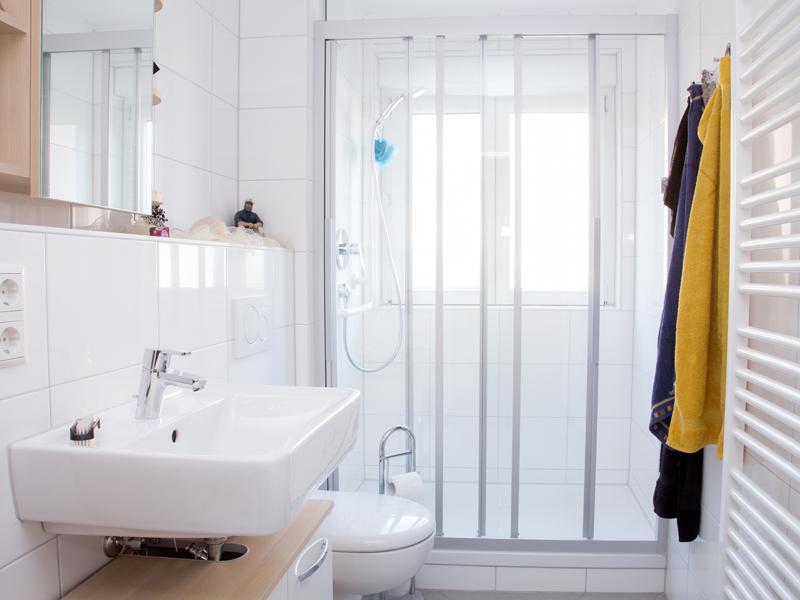 das bad renovieren modernisierung f r jedes budget. Black Bedroom Furniture Sets. Home Design Ideas