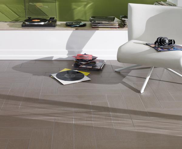 alternative zu echtholz vinylboden und fliesen in holzoptik. Black Bedroom Furniture Sets. Home Design Ideas