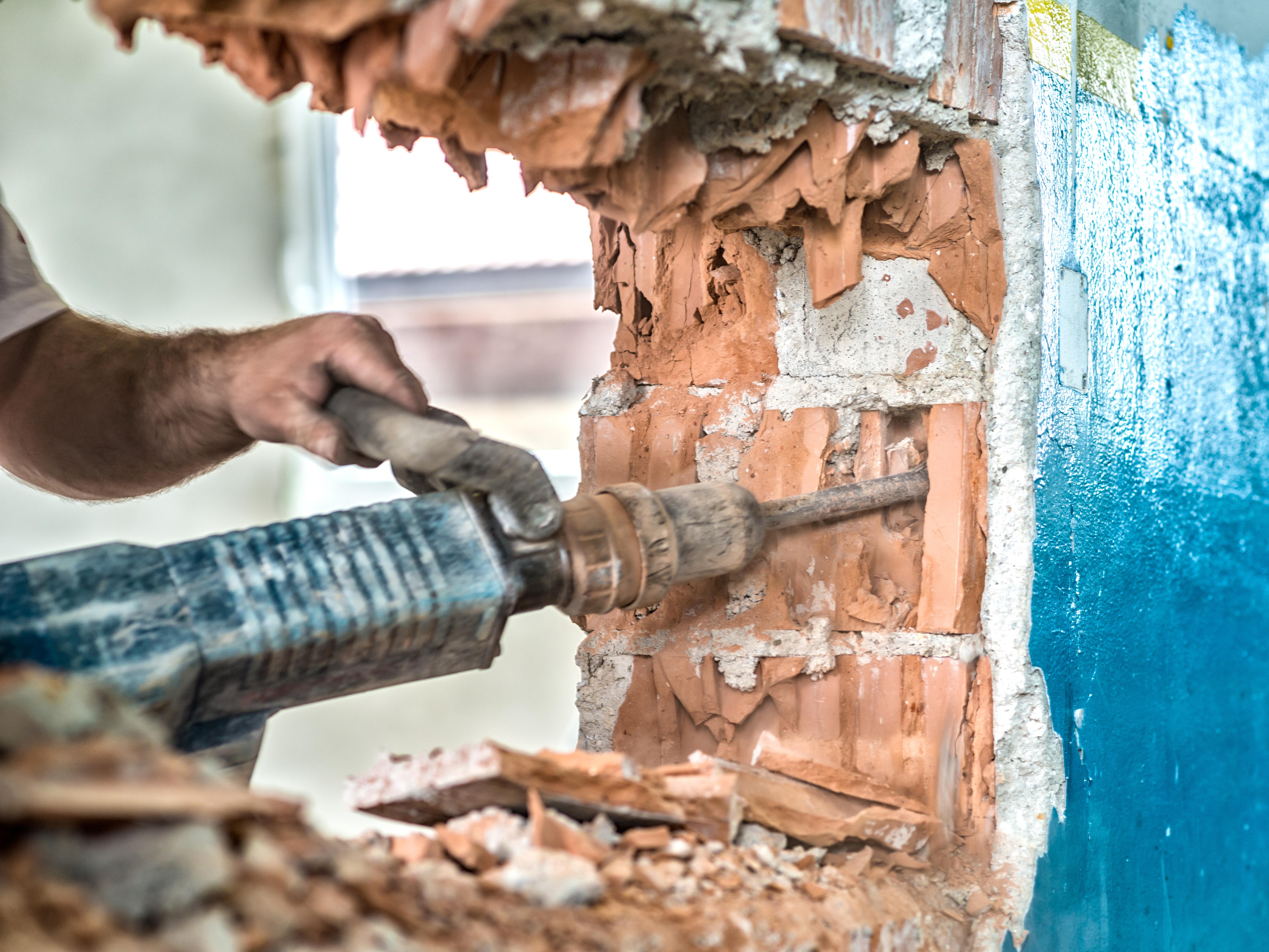 Bei Der Sanierung Eines Hauses Reicht Es Manchmal, Neu Zu Streichen Oder  Die Fußböden Auszutauschen. Manchmal Müssen Aber Auch Ganze Wände Raus.